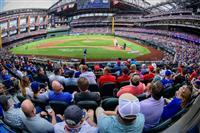 MLBレンジャーズが観客100%動員 コロナ禍の米スポーツ初