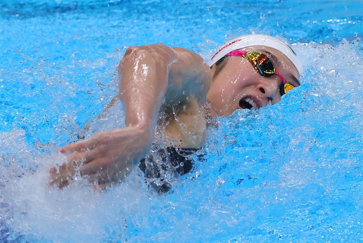 女子100メートル自由形準決勝で力泳する池江璃花子 =7日午後、東京アクアティクスセンター(撮影・福島範和)