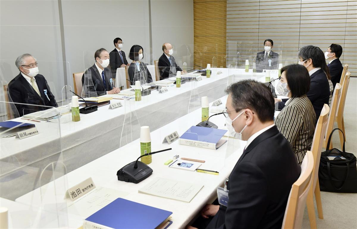 首相官邸で開かれた、安定的な皇位継承策を議論する有識者会議の第2回会合=8日午後