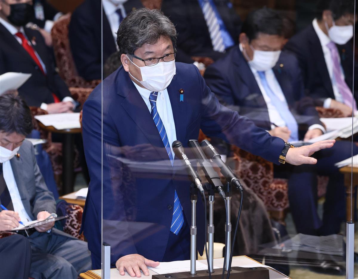 参院決算委員会で答弁する萩生田光一文科相=5日午後、参院第1委員会室(春名中撮影)