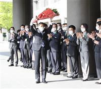服部福岡知事が初登庁、「アグレッシブに」とあいさつ