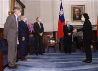 台湾総統、米代表団と会談 中国対抗で関係強化協議