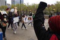 米シカゴ市で警官が銃を捨てた少年を射殺 警察改革を求める声