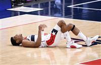 八村、左膝を痛め途中退場 NBA、チームは4連勝