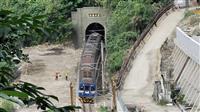 台湾列車事故、運行を再開 当面徐行運転で、49人死亡