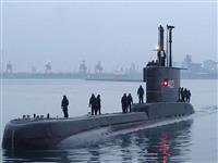 インドネシア潜水艦が連絡断つ 53人乗り