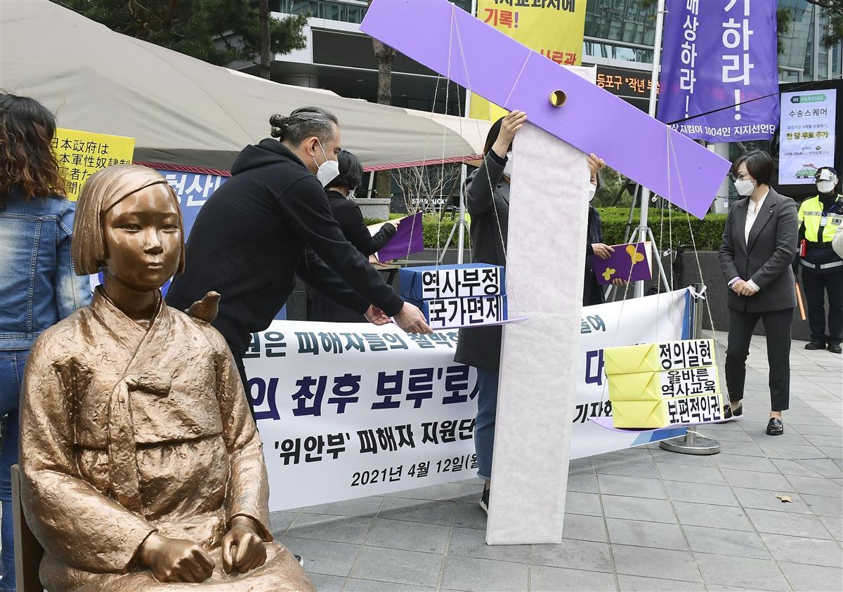 慰安婦却下判決、韓国で評価二分 「反日なら国際法無視」に一石