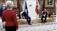 椅子なし冷遇は「私が女性だから」欧州委員長、トルコの差別と批判