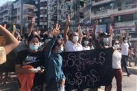 ミャンマー「春の革命」一斉デモで6人死亡 暴力停止合意も弾圧やまず