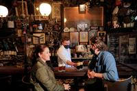 米NY州、飲食店や小売店の収容人数制限を撤廃へ