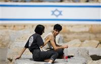 「マスクなし外出」「パブに鈴なりの人」 ワクチン接種進むイスラエルの現状
