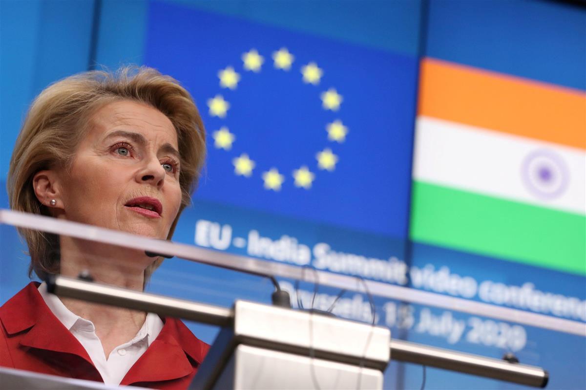 インドのモディ首相との仮想サミットを終え、会見する欧州連合(EU)のフォンデアライエン欧州委員長=2020年7月15日(ロイター)