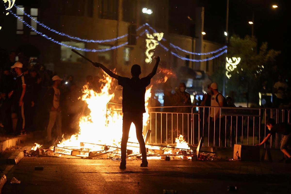 連夜の衝突、64人負傷 エルサレム、緊張続く