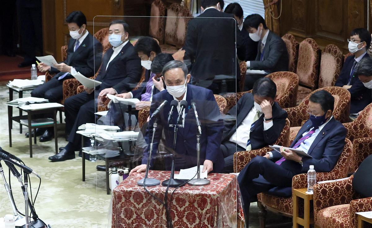 衆院予算委員会の集中審議で答弁する菅義偉首相=10日午前、衆院第1委員室(春名中撮影)