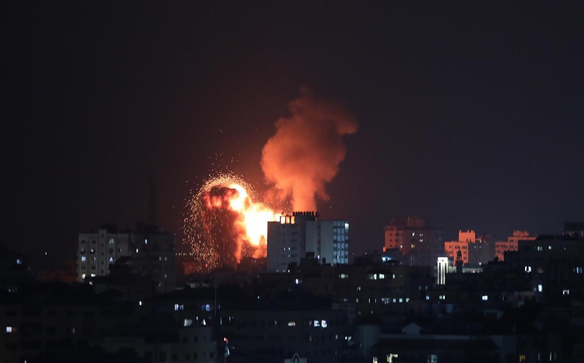 イスラエルがガザ空爆、20人死亡 ハマスのロケット弾に報復