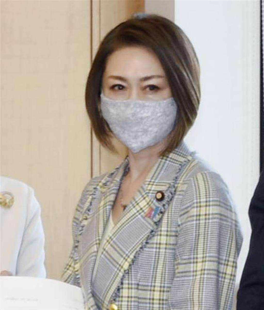 三原じゅん子副大臣が委員会遅刻 法案採決先送り 高齢者医療費…