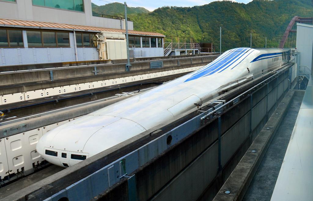リニア中央新幹線の試験車両「L0系」=山梨県都留市のJR東海山梨リニア実験センター(渡辺浩撮影)
