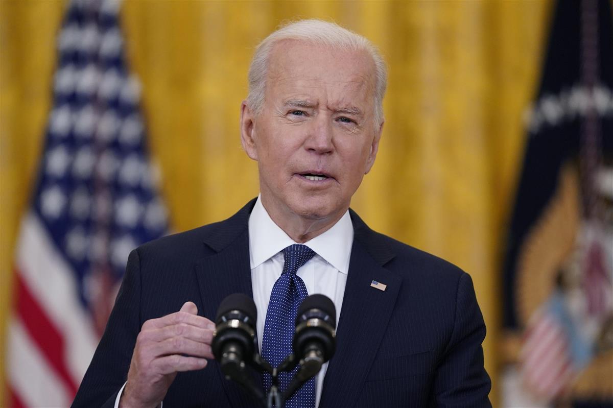 演説するバイデン米大統領=10日、ワシントン・ホワイトハウス(AP)