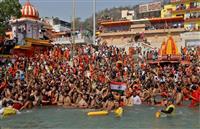 コロナ拡大のインド、モディ政権に逆風 宗教行事、選挙活動規制せず