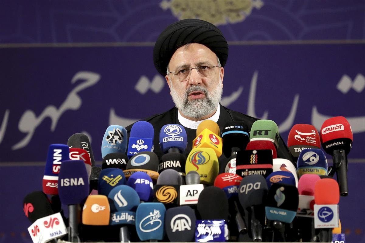 イラン大統領選 保守強硬派の実力者らが立候補届け出