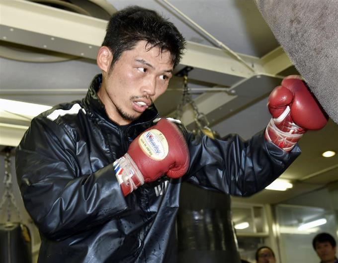 WBC世界戦に向け、調整するスーパーフェザー級王者の三浦隆司=14日、東京都新宿区の帝拳ジム