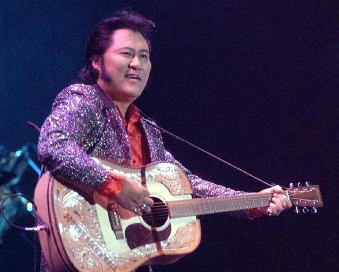 2003年6月、ディファ有明でライブを行ったジョニー大倉さん 2003年6月、ディファ有明でライ