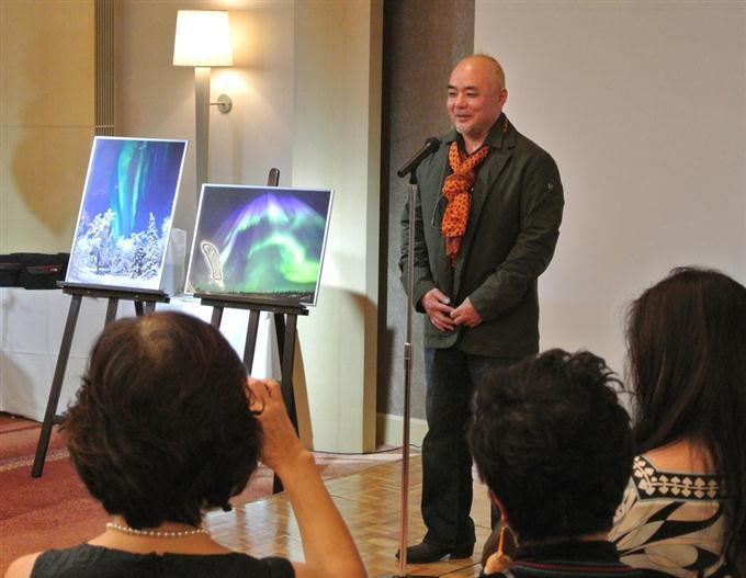 出版記念パーティであいさつする田中雅美氏 =9日、東京・赤坂のANAイン...  画像を拡大する