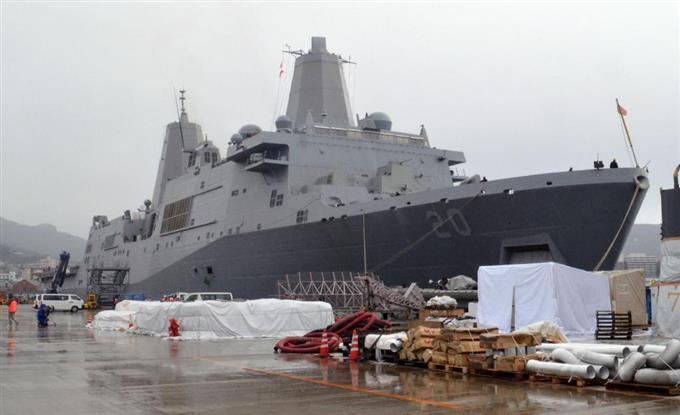 佐世保基地に最新鋭揚陸艦 米