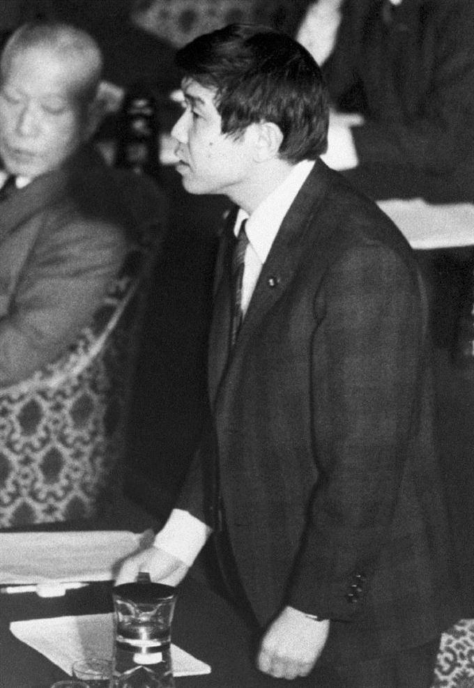 1971(昭和46)年3月29日、参院予算委員会で青島幸男議員(二院クラブ)が、佐藤栄作首相に向かって「財界の男めかけ」と発言し問題化した。