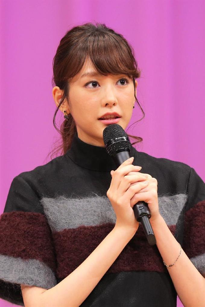映画「ヒロイン失格」のイベントに登場した桐谷美玲=15日、