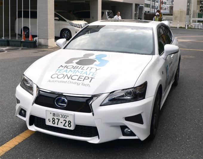 トヨタ自動車が報道関係者に公開した「自動運転車」=6日午後、東京都内