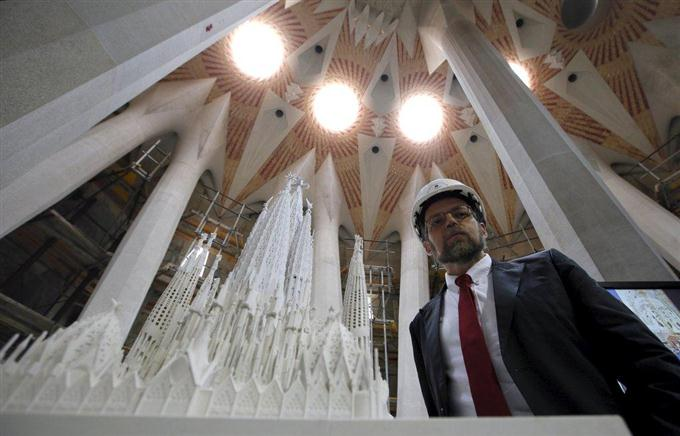 Chief architect Jordi Fauli poses next to a scale model after a news conference explaining the progress of the work on the Basilica Sagrada Familia, designed by Antoni Gaudi, in Barcelona, Spain, October 21, 2015.  REUTERS/Albert Gea