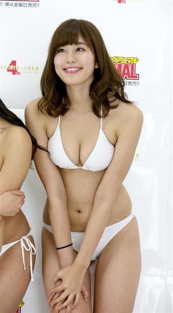 大橋彩香さんのビキニ