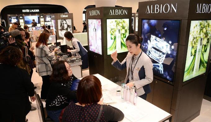 【動画】銀座三越 に「空港型免税店」オープン - 動画 - 産経 ...