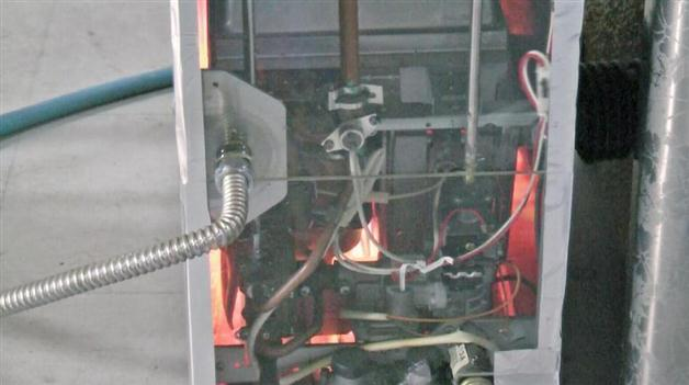 再現実験で、内部が異常着火したガス式の風呂がま(製品評価技術基盤機構提供)