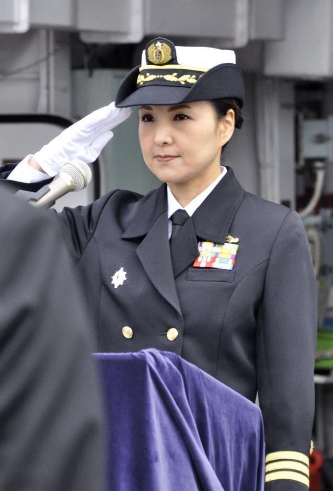 護衛艦に初の女性艦長 海自横須賀基地 - サッと見ニュース ...