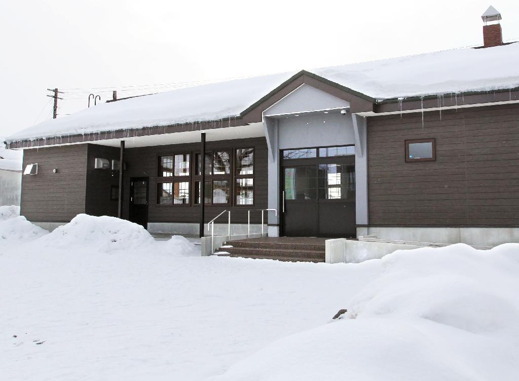 産経フォトJR宗谷線 比布駅の駅舎を町が新築 北海道比布町