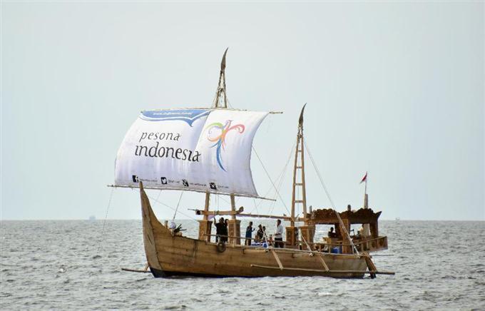 日本へ向け古代船出発 ジャワ島、友好願い - ★Happiness-Wing ψ ...