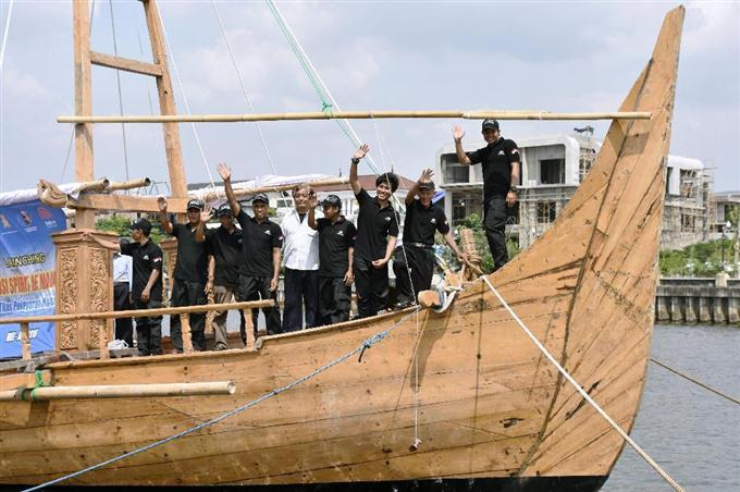 日本へ向け古代船出発 ジャワ島、友好願い - 読んで見フォト ...