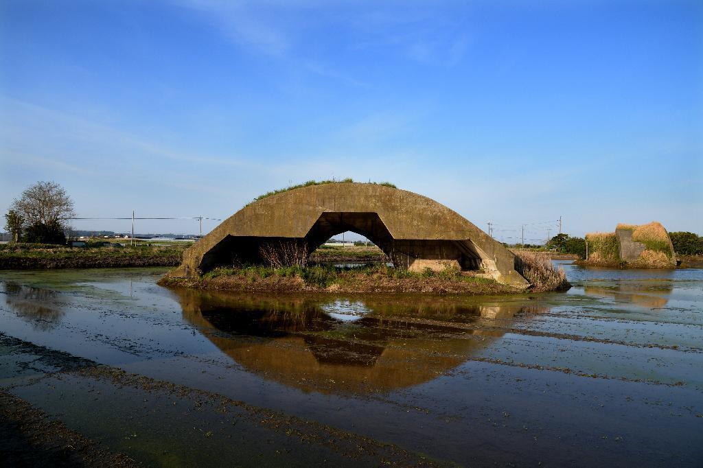 産経フォト水田に映る「あの日」の面影 千葉・香取基地跡の掩体壕