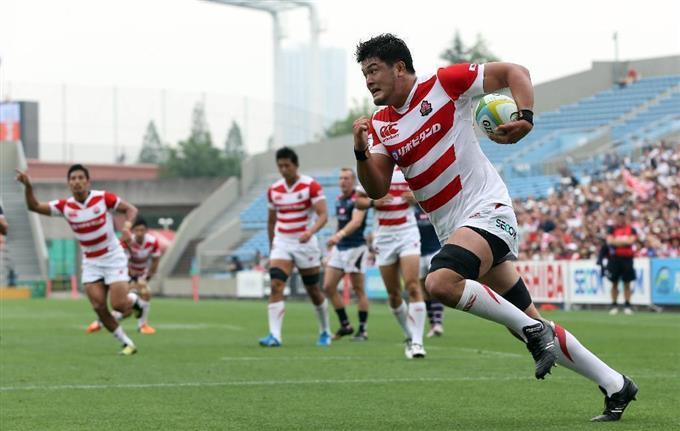 ラグビーアジア選手権でフィールドを駆ける小瀧尚弘選手