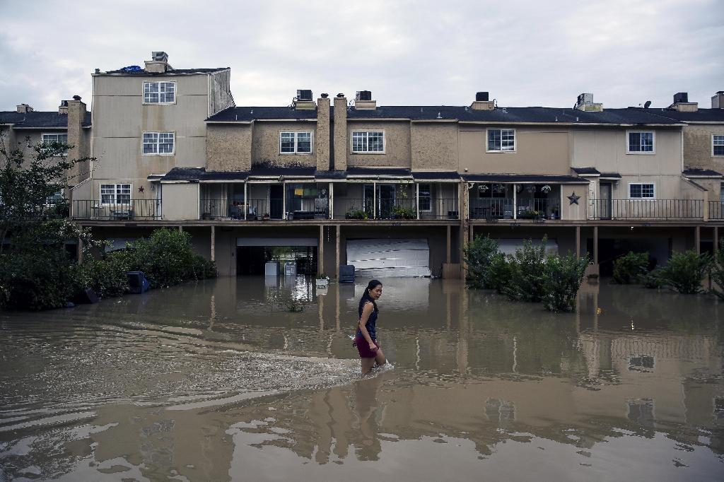 米テキサスで洪水16人死亡 家屋...