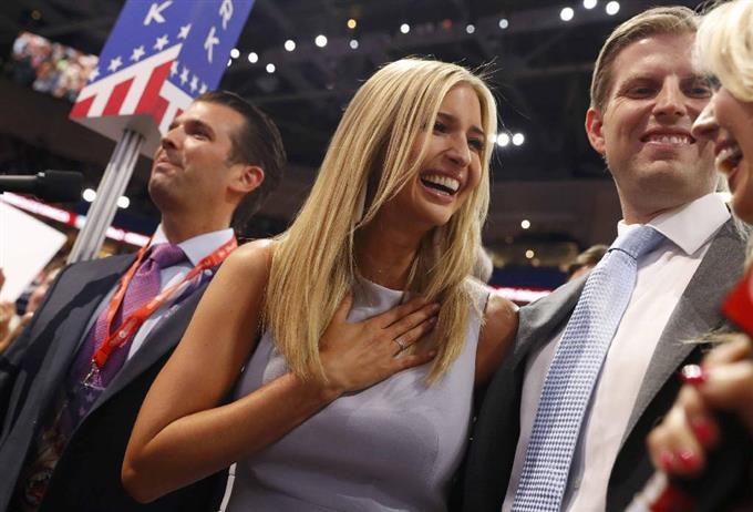 米共和党大会でトランプ氏が大統領候補に指名され... 画像を拡大する 米共和党大会でトランプ氏が