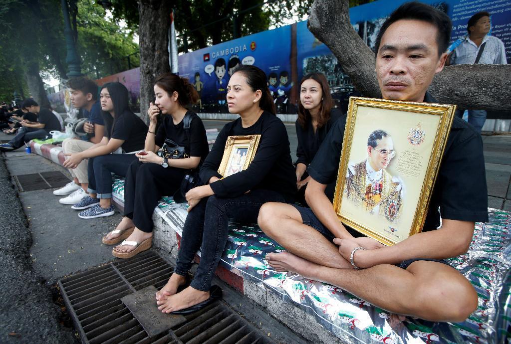 タイ、国王の服喪期間入り 政権...