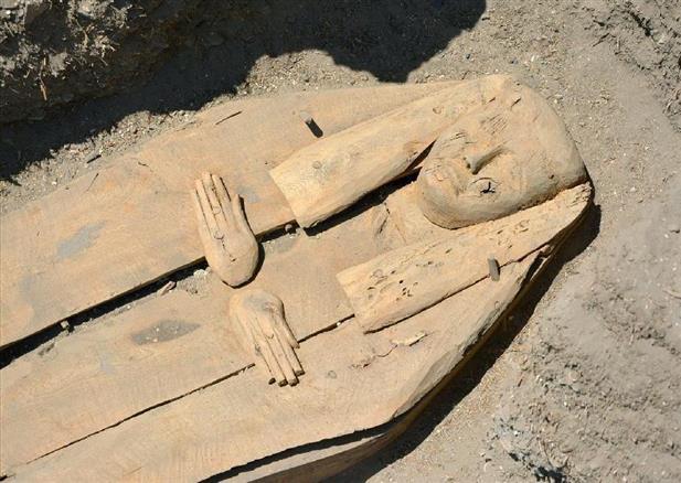 エジプト木棺、原形で発掘 アコ...