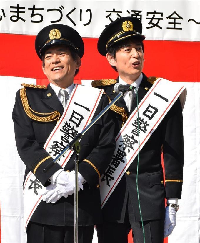 福岡県警中央署の一日署長をしている博多華丸・大吉の壁紙・画像