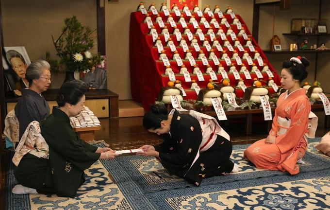芸舞妓ら 迎春準備 京都で「事始...