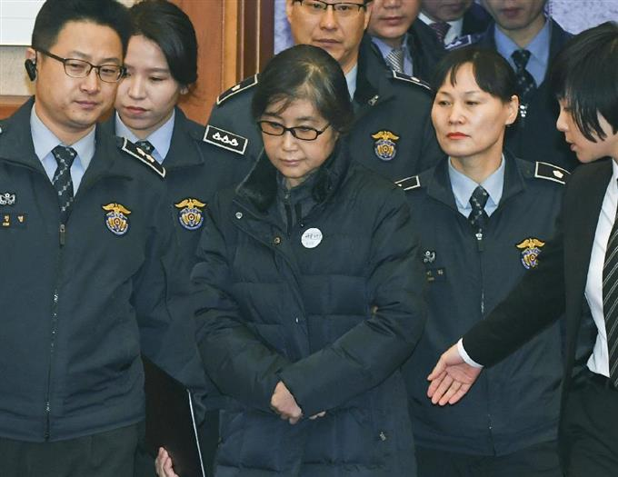 韓国憲法裁弁論に崔被告出廷 強...