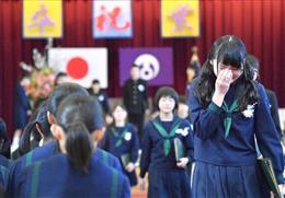 東日本大震災】被災中学校で卒業...