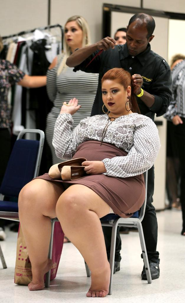 A model prepares backstage during Fashion Weekend Plus Size in Sao Paulo, Brazil, March 19, 2017. REUTERS/Paulo Whitaker